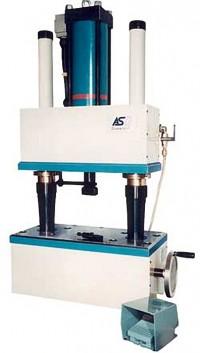 Druckprägemaschine zur flexiblen Prägung flacher Stahlteile unterschiedlicher Höhen