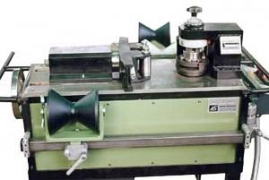 Abrollprägemaschine zum Kennzeichnen von Rohren, längs und rund