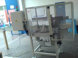 Vollautomatische Schlagprägemaschine zur Prägung von Gewindestangen